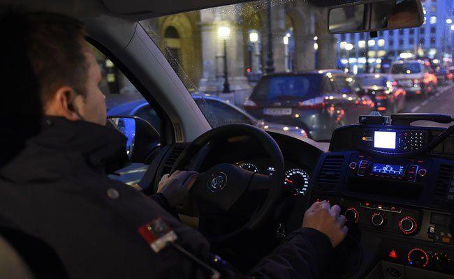 Die Polizei hat in der Nacht auf Dienstag einen mutmaßlichen Einbrecher festgenommen.
