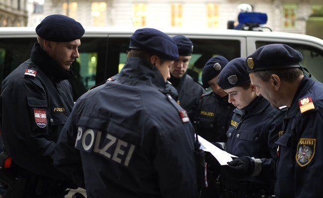 Polizei sucht nach ominösen Messerstecher in Wien: Studentin verletzt