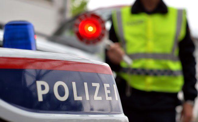 Fünf Fahrzeuge waren in den Unfall auf der A23 verwickelt.