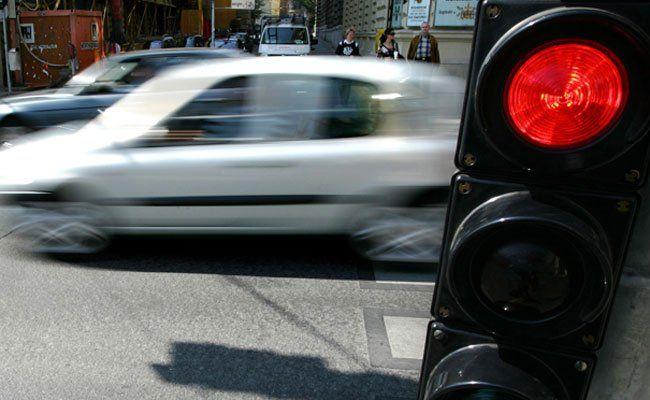 Der Radfahrer fuhr laut Polizei trotz Rotlicht weiter.