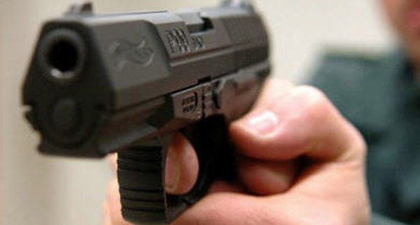 Handyraub mit Schusswaffe
