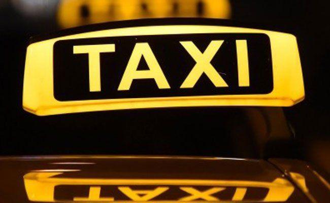 Die Polizei wurde wegen eines Taxi-Einbruchs alarmiert.