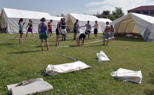 Das Lager in Traiskirchen ist überfüllt, Zelte mussten aufgebaut werden.