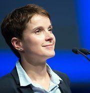 Kampfabstimmung: Petry ist neue AFD-Vorsitzende