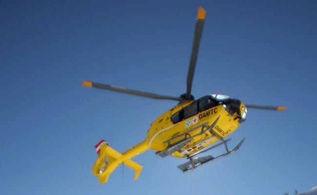 Die verletzte Bergsteigerin musste mit den Helikopter in ein Krankenhaus geflogen werden.