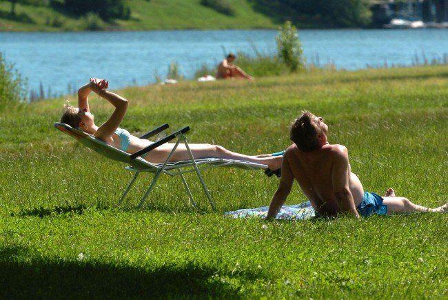 Ein nackter Mann bedrohte und beschimpfte Badegäste auf der Donauinsel.