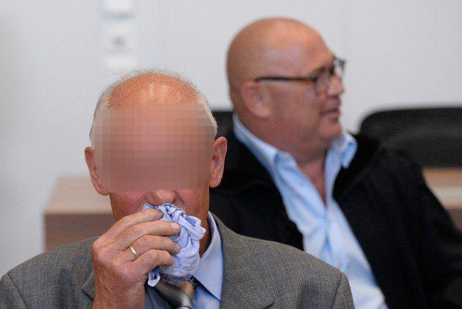 """Der 58-jährige """"Kellerbesitzer"""" vor Beginn eines Prozesses wegen Wiederbetätigung am Donnerstag, 2. Juli 2015, im Landesgericht Eisenstadt."""