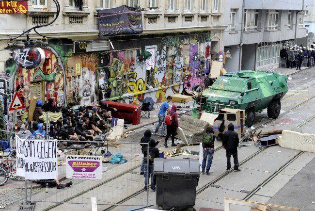 """Die Kosten des Polizeieinsatzes zur Räumung der """"Pizzeria Anarchia"""" können nicht zurückgefordert werden."""