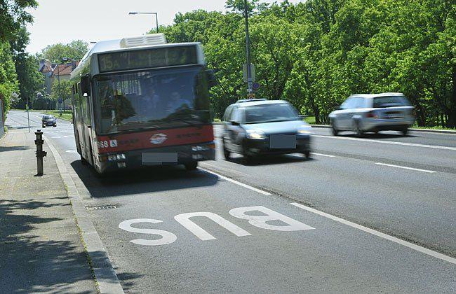 Busspuren könnten künftig auch für E-Autos geöffnet werden