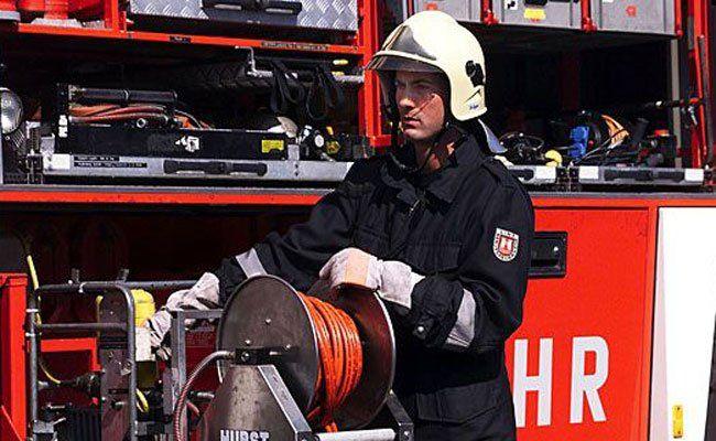 Die Feuerwehr hat 15 Anrainer in Sicherheit gebracht.