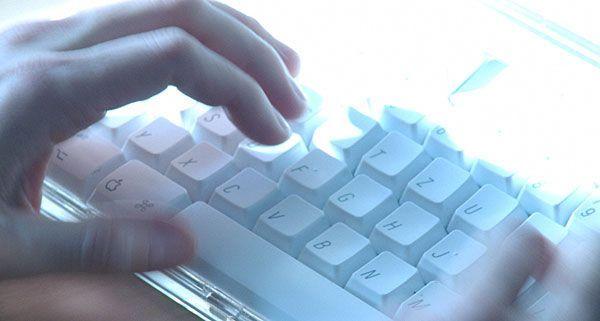 Besonders im Internet sind Rechte aktiv.