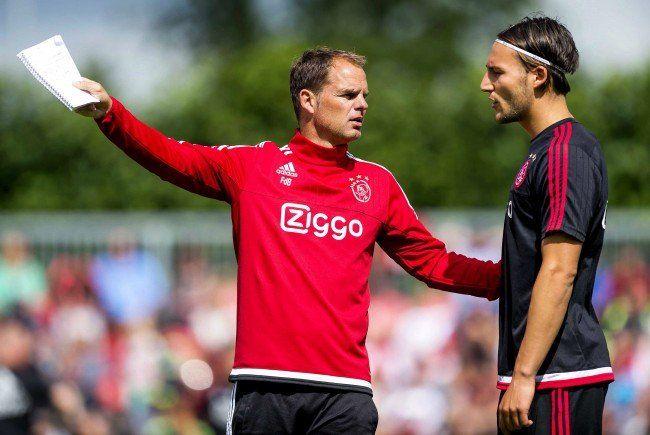 Ajax-Trainer De Boer geht selbstbewusst in die Partie gegen Rapid Wien.