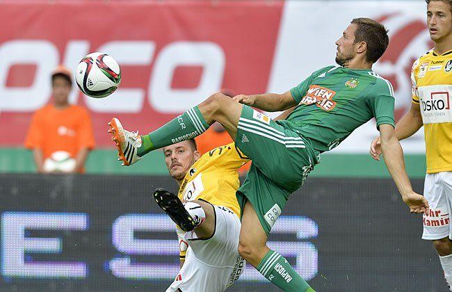 Thomas Schrammel (m./Rapid) beim Spiel gegen Ried, bei dem er sich verletzte