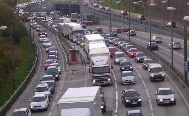 Unfall auf der A23 im Abendverkehr.