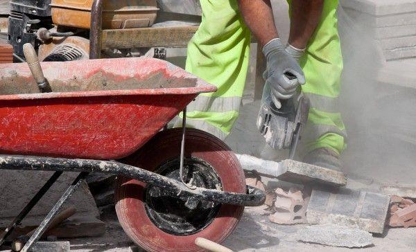 Bauarbeiter bekommen bei größter Sommerhitze hitzefrei
