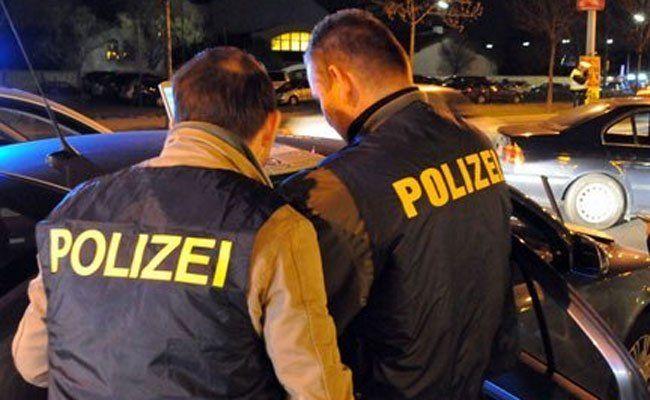 Polizisten retteten Schlafenden aus brennendem Pkw