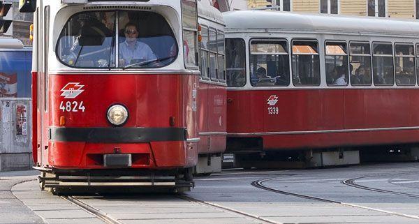 Pkw gegen Straßenbahn in Wien-Floridsdorf