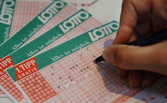 Lottospielen zahlt sich am sonntag besonders aus - ein Doppeljackpot wartet
