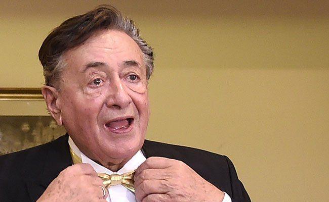 """Richard Lugner hat Angst auf Kreta zu """"verhungern""""."""