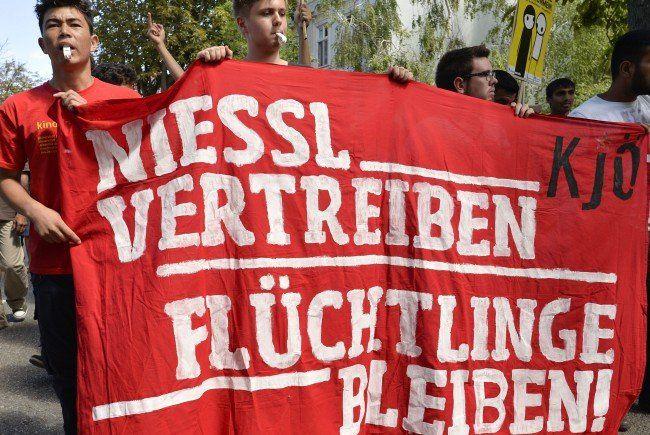Verschiedene Sprüche trugen die ÖH-Demonstranten bei sich.