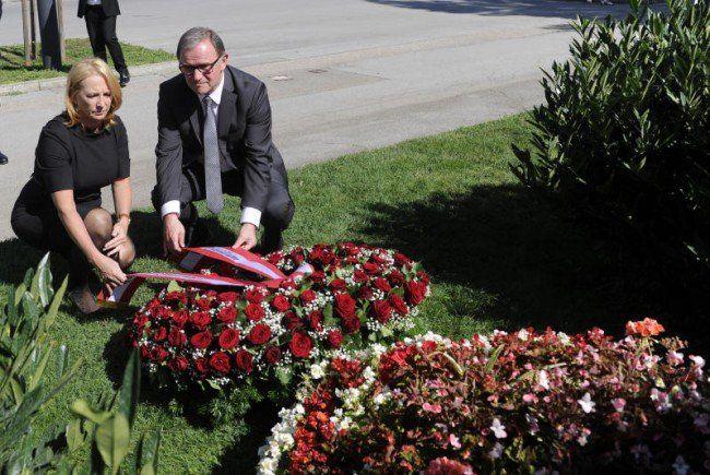 Kranzniederlegung am Grab von Barbara Prammer.