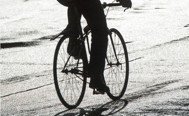 Die Radfahrerin kam zu Sturz und wurde verletzt.