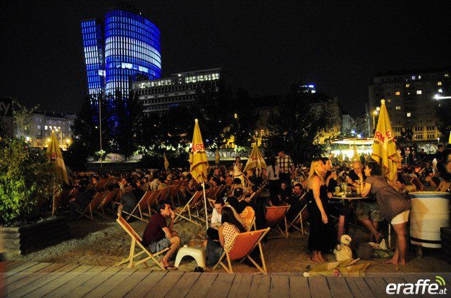 Entspannte Stommung in der Strandbar Hermann direkt am Donaukanal.
