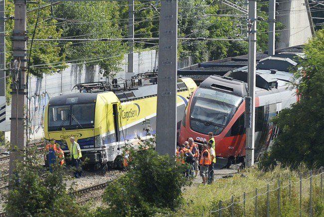 Die Züge, die zuvor kollidiert sind.