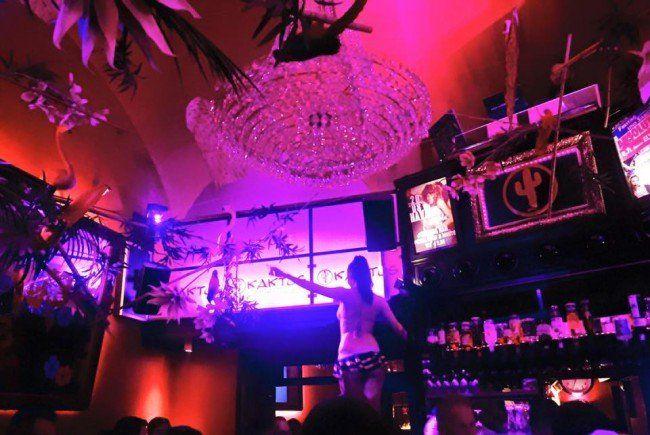Nicht nur die Luster sind massiv in der Kaktus Bar