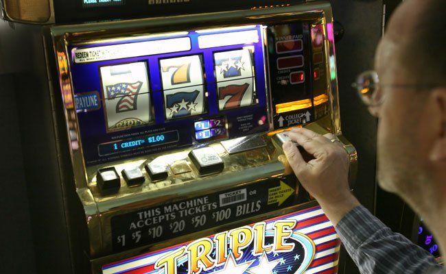 Über 400 Spielautomaten wurden bei Kontrollen beschlagnahmt.