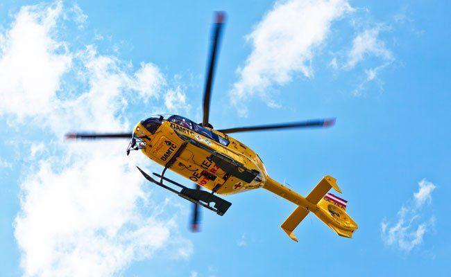 Der Biker musste ins Unfallkrankenhaus Meidling geflogen werden.