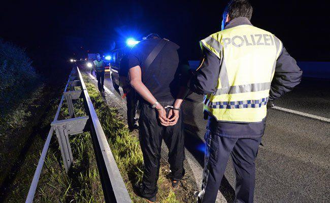 Fünf Schlepper konnten auf der A4 festgenommen werden.