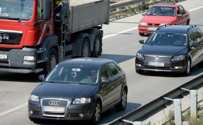 Ein Auto erfasste auf der A4 einen Flüchtling.
