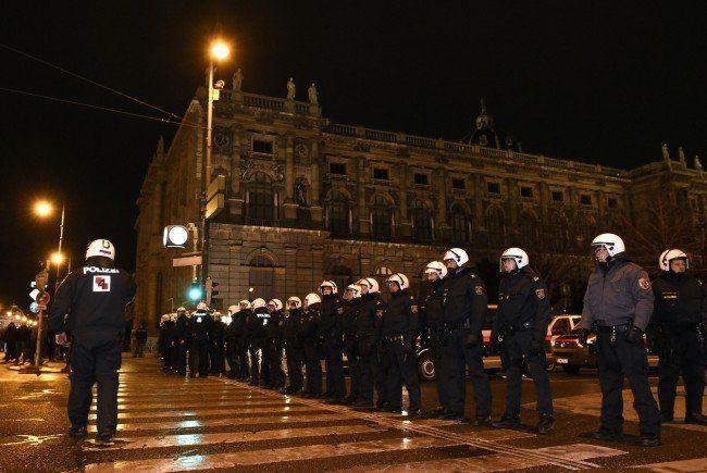 Österreichische Polizisten nahmen versehentlich Kollegen aus Tschechien fest.