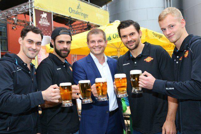 Die Cracks der Vienna Capitals stießen bei den Ottakringer Braukultur-Wochen auf die neue Saison an.