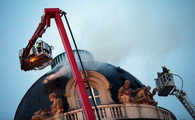 Einsatz beim Brand im Palais Fanto beim Schwarzenbergplatz
