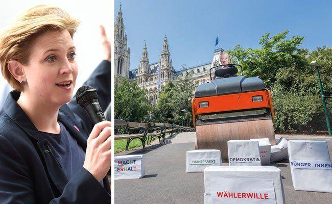 Spitzenkandidatin Beate Meinl-Reisinger (NEOS) hielt am Montag eine Pressekonferenz