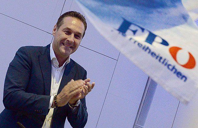 FPÖ-Chef Strache dürfte sich über die Stimmen-Entwicklung freuen.