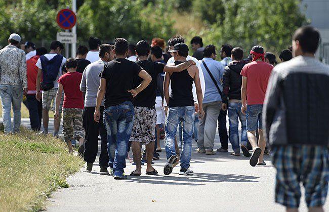 Die Demonstration fordert einen menschenwürdigen Umgang mit Flüchtlingen.