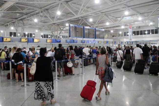 Lange Wartezeiten am Flughafen in Athen.
