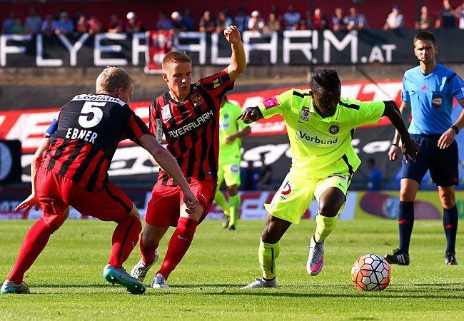 v.l. Thomas Ebner (FC Admira Wacker Mödling), Markus Blutsch (FC Admira Wacker Mödling), Olarenwaju Kayode (FK Austria Wien) beim Spiel