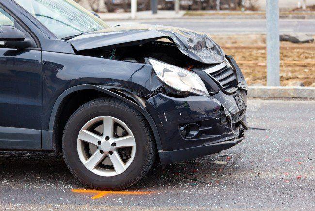 Alle drei Fahrzeuge wurden bei dem Unfall beschädigt.
