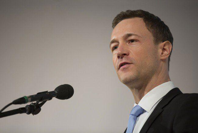 Generalssekretär Blümel hält nichts von der SPÖ-Meinungsumfrage.