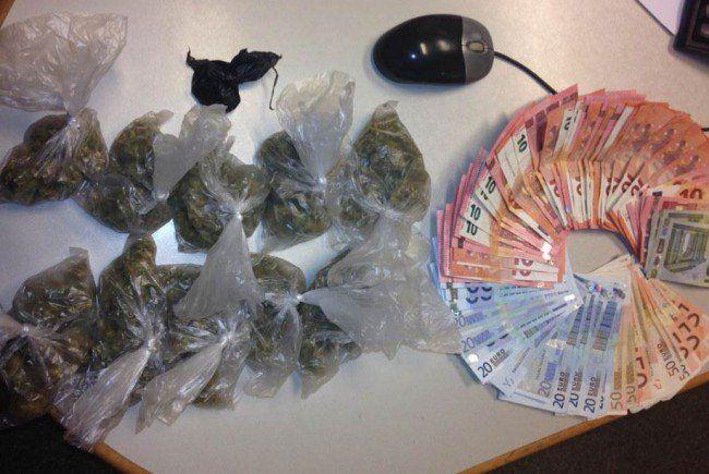 Die gefundenen Drogen und Bargeld.