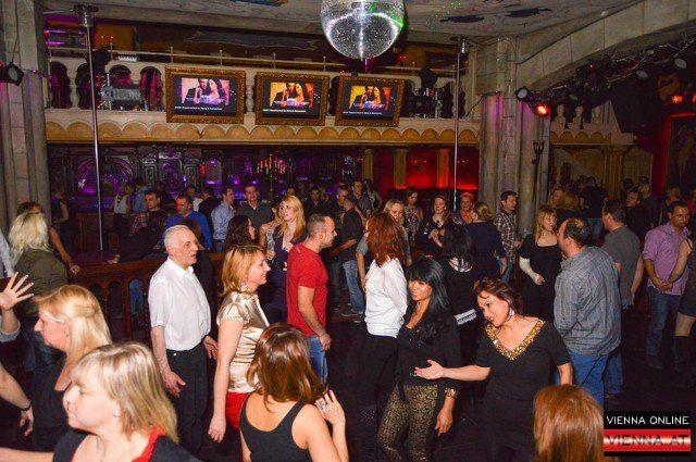 """Im """"A Danceclub"""" tanzt man sich jedes Wochenende ab 21 Jahren die Füße wund"""
