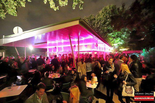 Das beliebte Techno Cafe im Volksgarten Pavillon