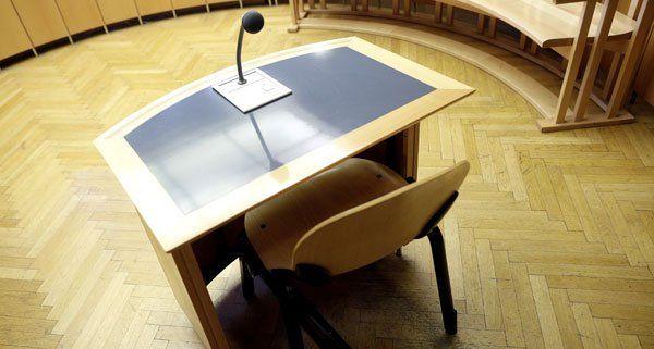 Wegen einer Messer-Attacke auf seine Ex-Freundin stand ein Mann vor Gericht