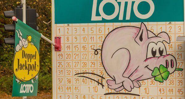 Viel Geld wartet auf den Gewinner des Lotto-Fünffachjackpots.