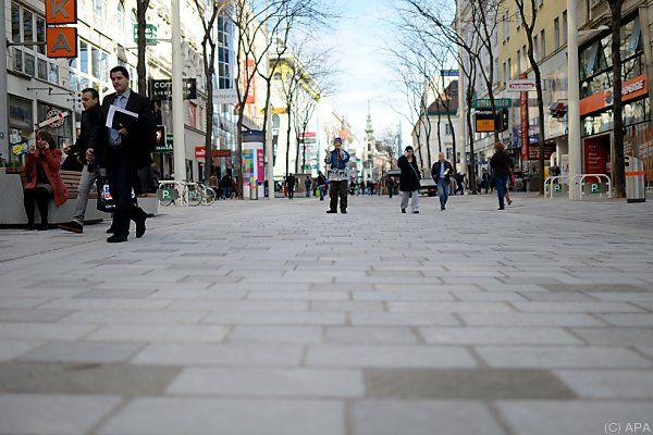 In Bezug auf die Mariahilfer Straße wird die Sonntagsöffnung diskutiert