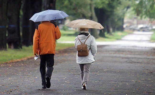 Das Wetter schlägt in herbstlichere Temperaturen um, auch Regen wird es geben